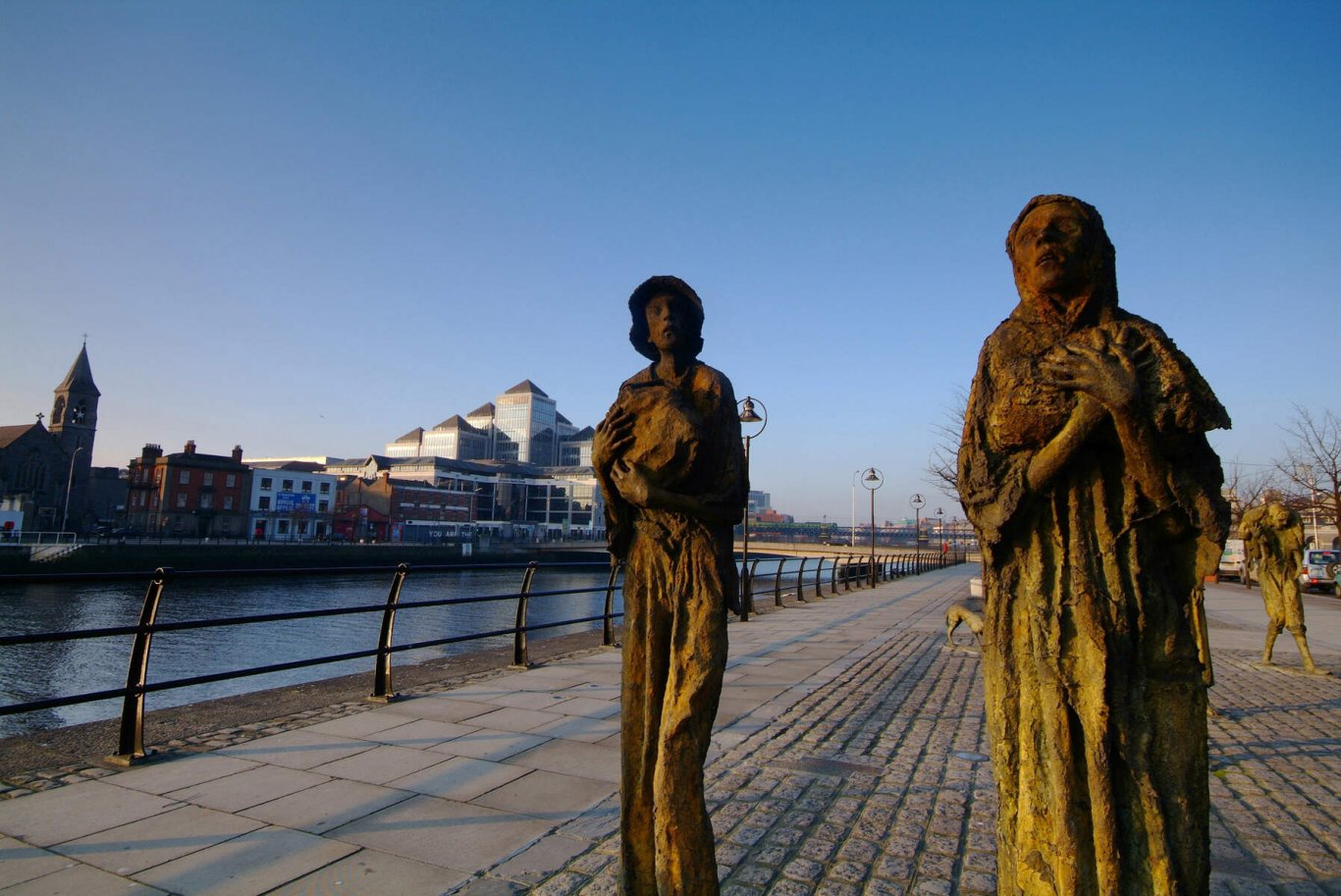 Famine Memorial Statues with river liffey in background