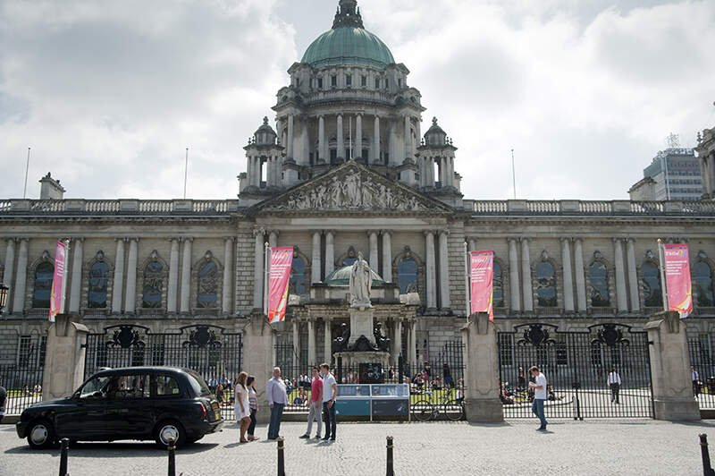 Black Taxi Tour passing Belfast City Hall