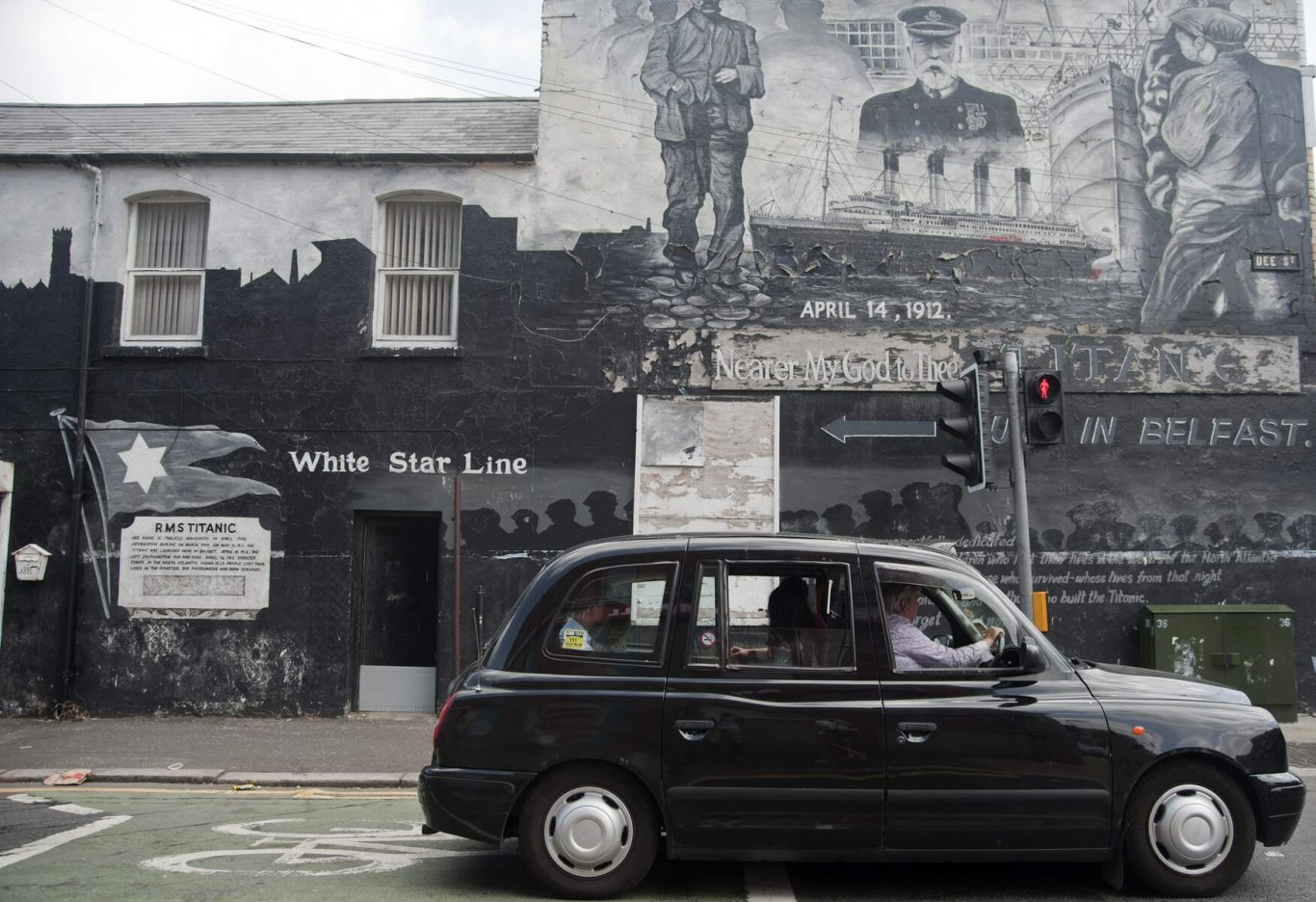 Belfast black taxi tour travelling by a wall mural